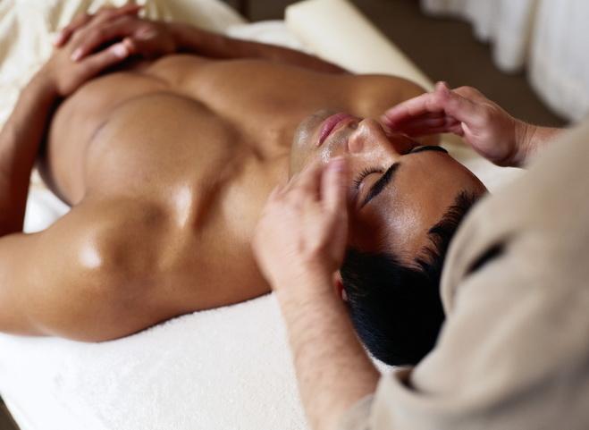 Фото парень делает массаж парню 27471 фотография